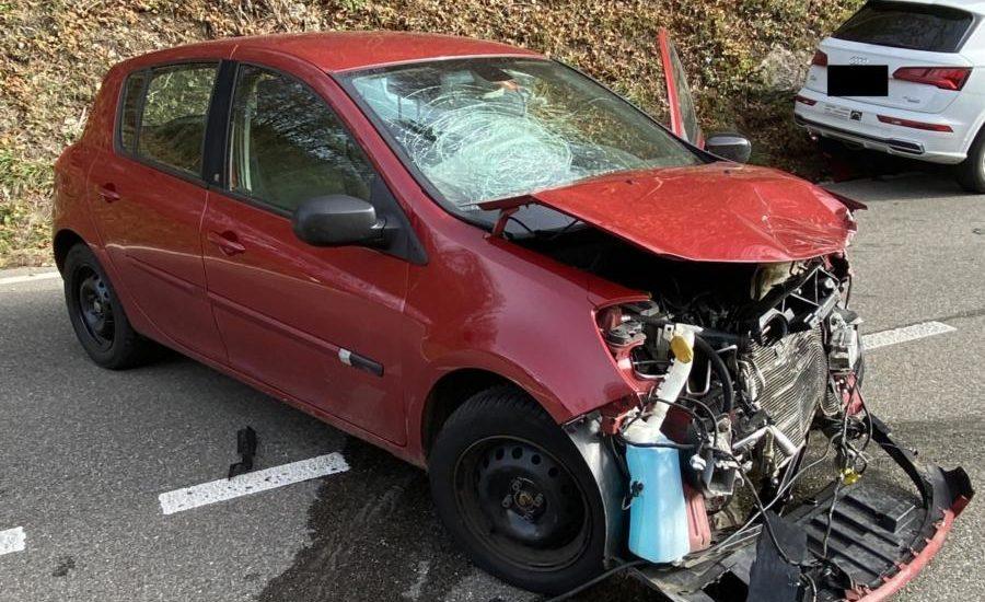 Langenbruck BL - Frontal-seitlicher Crash durch Wendemanöver