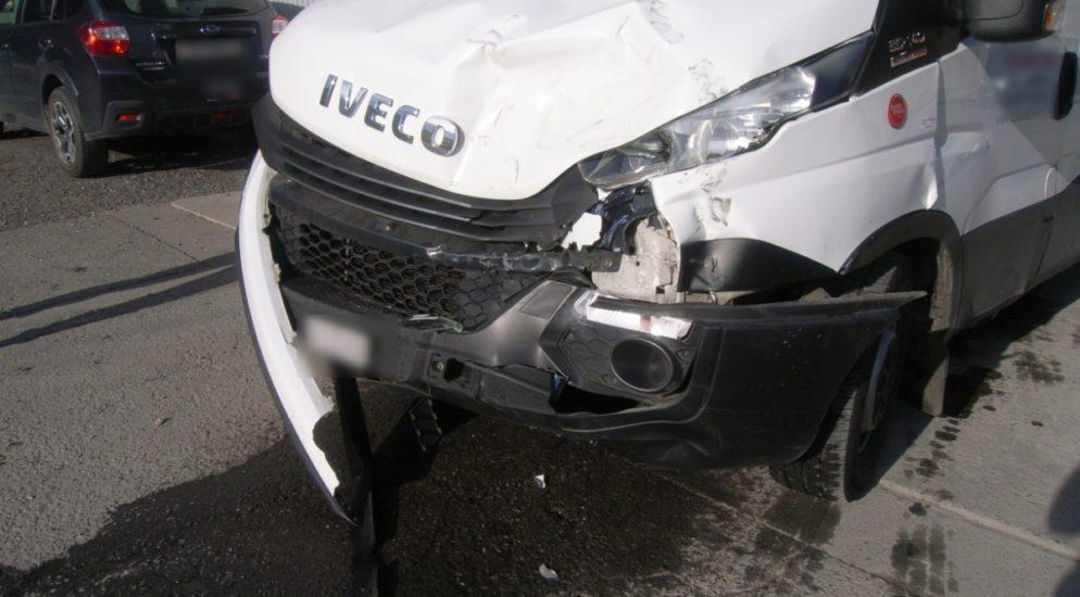 Unfall zwischen Lieferwagen und Lastwagen