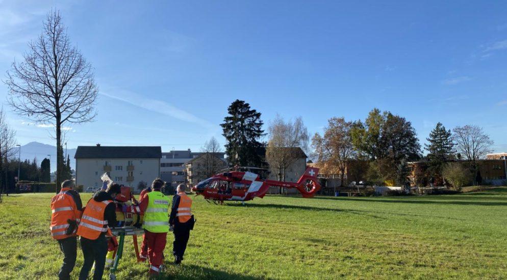 Steinhausen ZG - Fussgänger nach Unfall in kritischem Zustand