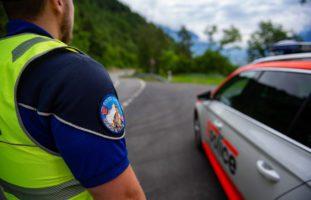 Charrat VS - Busse oder Geldstrafe: Autofahrer warnte vor Polizeikontrolle