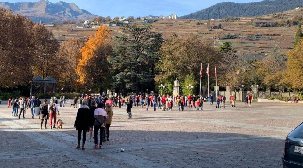 Unbewilligte Demo in Sion durch Polizei aufgelöst