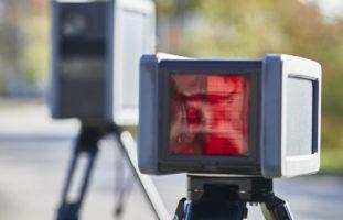 Conthey VS - Vermummt und ohne Kontrollschilder mit 159 km/h innerorts geblitzt