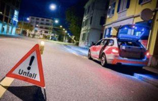 Zug - Rennradfahrerin prallt in Lieferwagen