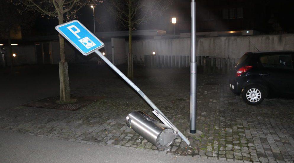 Appenzell - In Abfalleimer, Verkehrssignal und andere Hindernisse gefahren