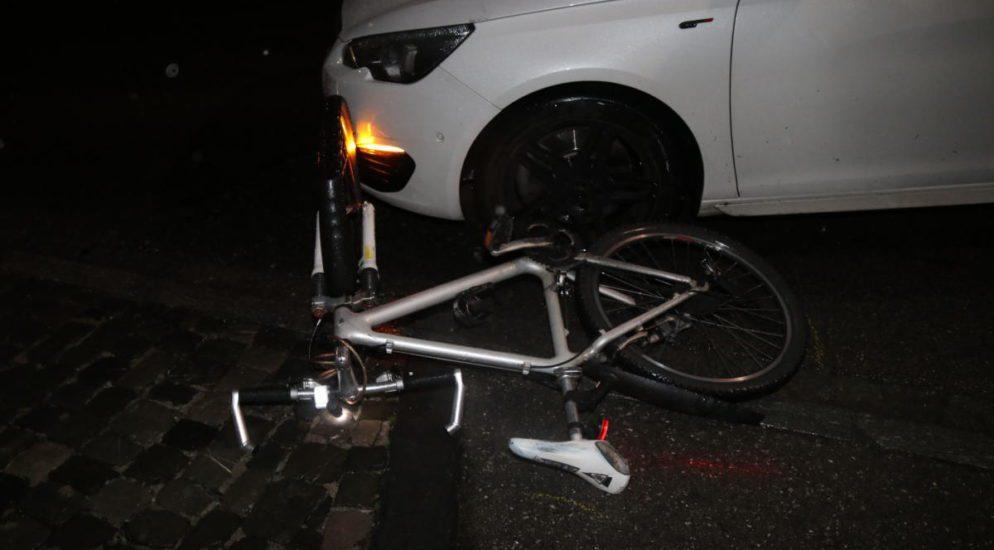 Appenzell: Autofahrer prallt in Fahrradlenker