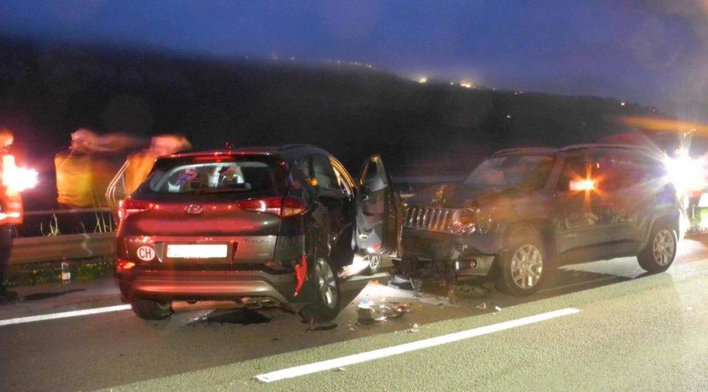 Brunnen SZ - Heftiger Unfall fordert vier Verletzte