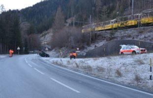 Tiefencastel GR - Auto bei Selbstunfall überschlagen