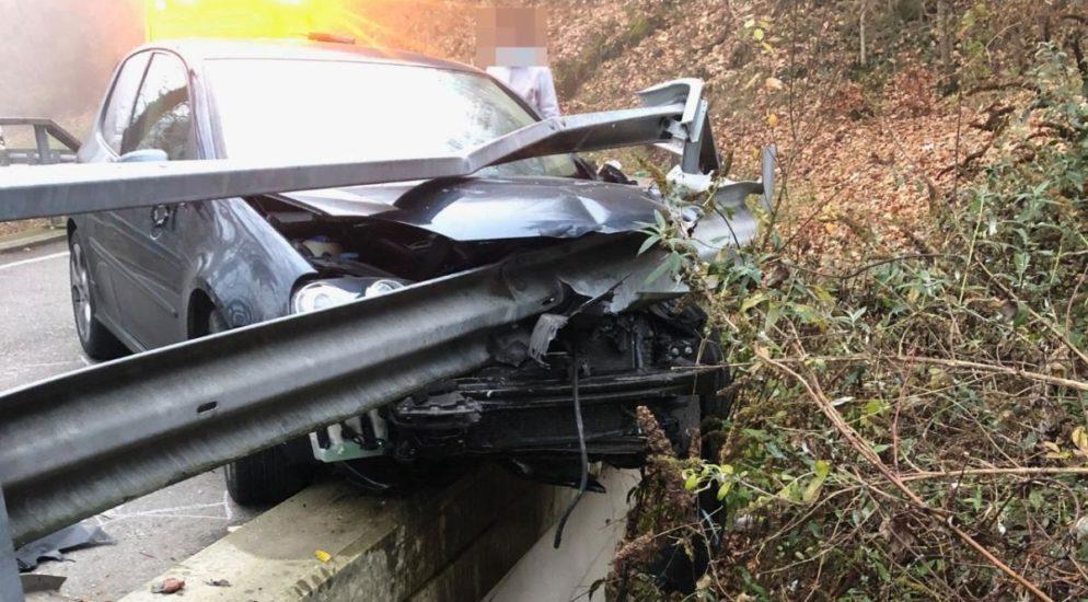 Egerkingen SO: 19-jähriger Lenker baut heftigen Autounfall