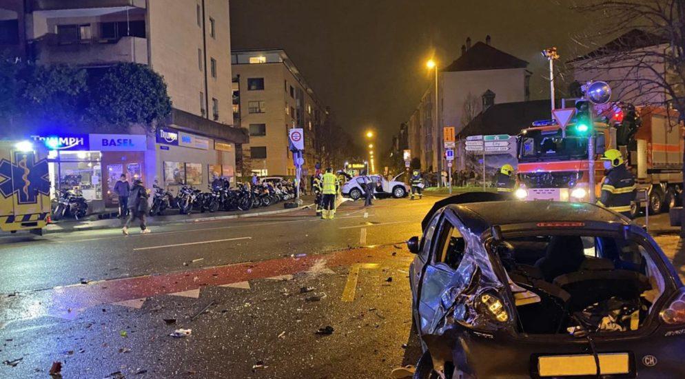 Basel: Ungebremst in drei Autos geprallt