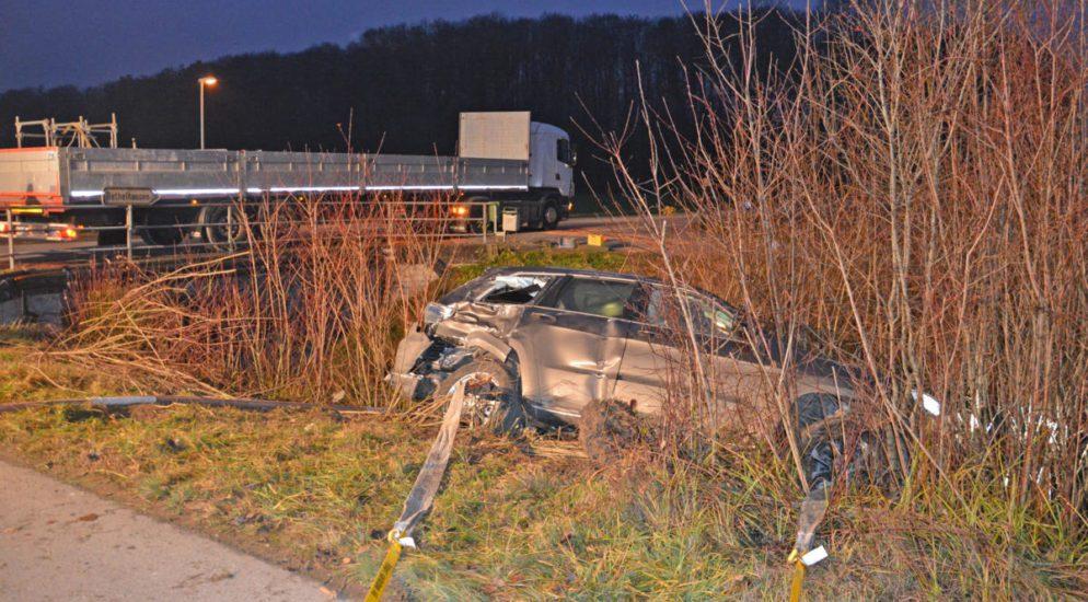Unfall zwischen PW und Lastwagen in Islikon