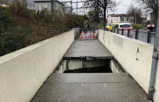 Gabelstapler bei Arbeitsunfall in Chur durch eine Brücke gebrochen