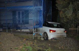 Autofahrerin crasht bei Selbstunfall in Schnottwil SO in Gebäude