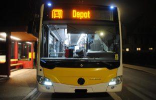 Schaffhausen SH - Unbekannter schleudert Stein gegen fahrenden Bus