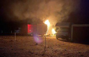 Foodtruck-Anhänger gerät in Wünnewil FR in Brand