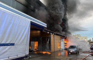 Aesch: Brand in Autowerkstatt