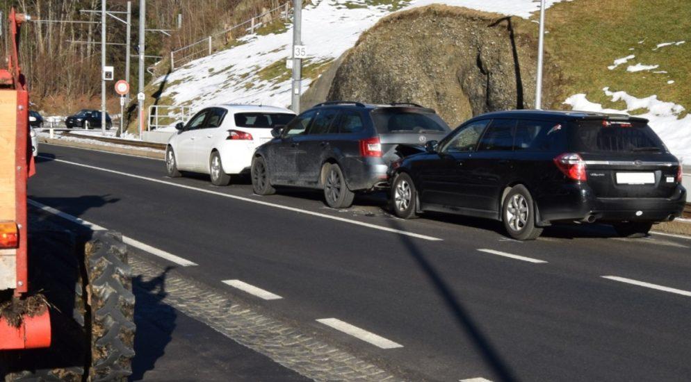 Auffahrunfall mit mehreren Fahrzeugen in Gais