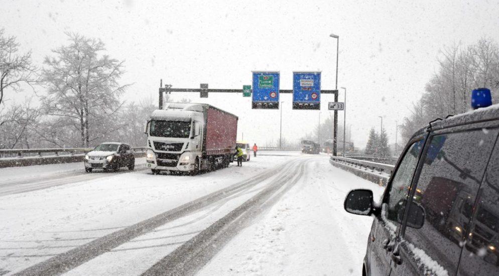 Wintereinbruch führte zu Verkehrsbehinderungen