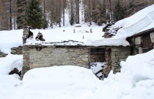 Simplon-Dorf VS - Bei Brand in Alphütte Steindach eingestürzt