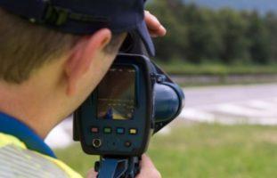 Geblitzt mit 204 km/h - Führerschein und Auto weg nach Raserei in Bösingen FR