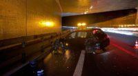 Cham ZG - Auf der Autobahn in eine Mauer gekracht