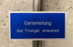 Feuerwehr rückt in Bern BE wegen geborstener Wasserleitung aus