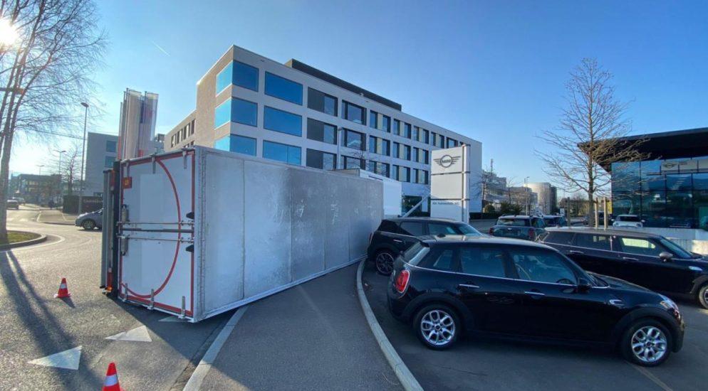 Lastwagenunfall in Reinach BL