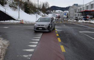 Verkehrsunfall zwischen zwei Autos in Herisau
