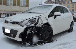 Schachen b. Reute AR: Verkehrsunfall auf schneebedeckter Fahrbahn