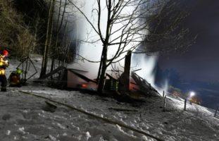 Weidstall brennt ab in Speicherschwendi AR