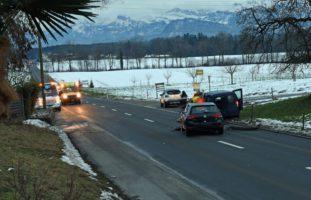 Crash zwischen drei Fahrzeugen in Emmenbrücke