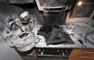 Brand durch überhitzte Pfanne in Oberurnen
