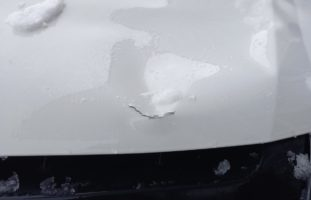 Schwerer Unfall zwischen Fahrradlenker und Lieferwagenfahrer