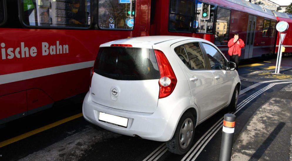 Auto in Chur von Arosabahn erfasst
