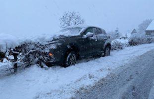Zug - Neun Verkehrsunfälle auf schneebedeckter Strasse