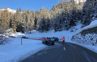 Verkehrsunfall in Marmorera: Mit Stützmauer kollidiert