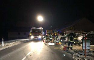 Schwerer Verkehrsunfall: Pannenhelfer von Auto erfasst