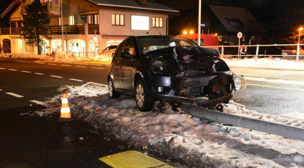 Arth: Autofahrer nach stirbt auf der Unfallstelle