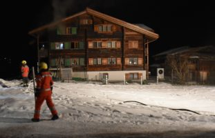 Saas GR - Brand in Holzhaus