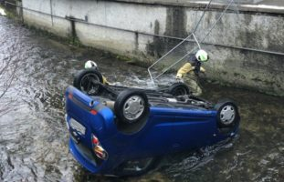 Lotzwil BE: Auto landet bei Selbstunfall in Bach