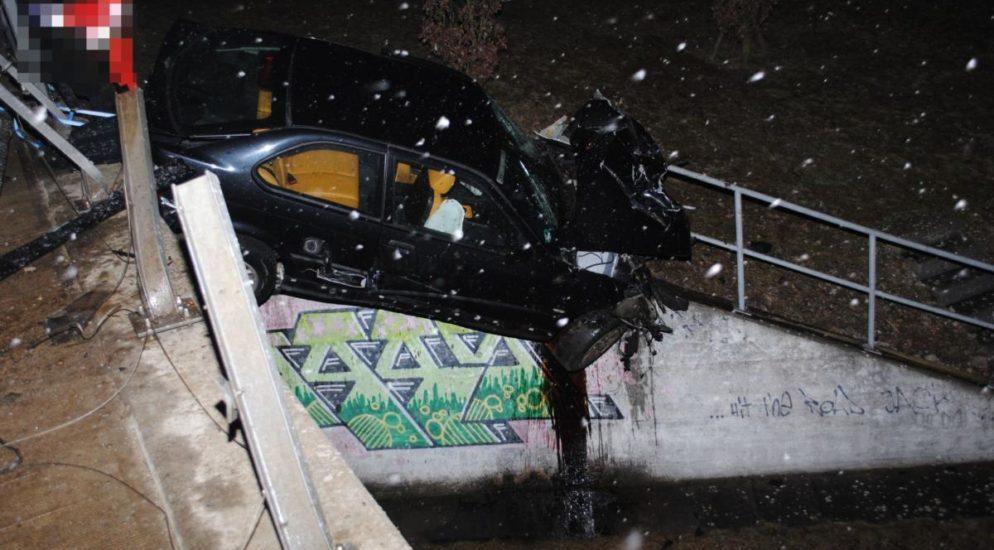 Verkehrsunfall Grenchen SO - Auto verkeilt sich in Geländer und droht abzurutschen