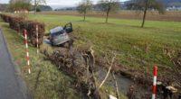Autounfall Langnau bei Reiden LU: BMW landet im Huebbach