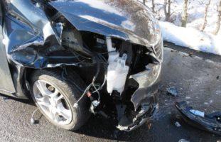 Crash zwischen zwei Autos in Rüti