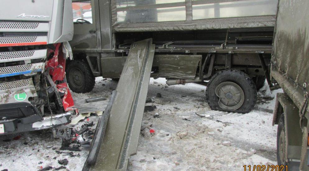 Filzbach SZ: Bei Militär-Lastwagenfahrausbildung Unfall gebaut