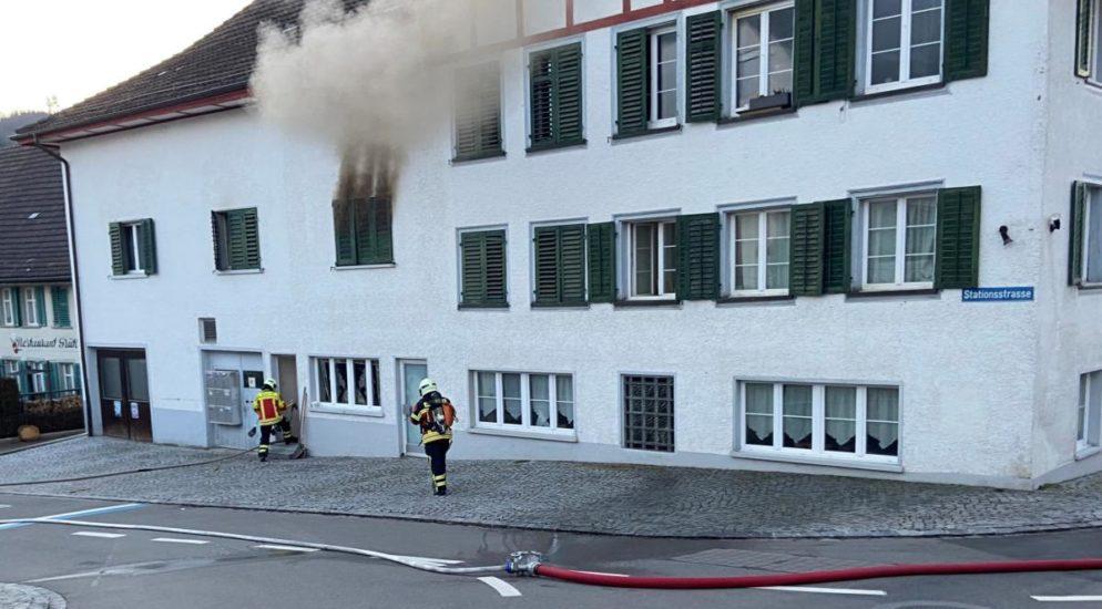Starke Rauchentwicklung aus Einzimmerwohnung in Aadorf