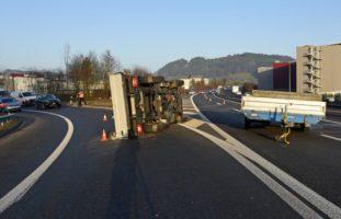 Autobahn A2, Dagmersellen LU: Lieferwagen verunfallt