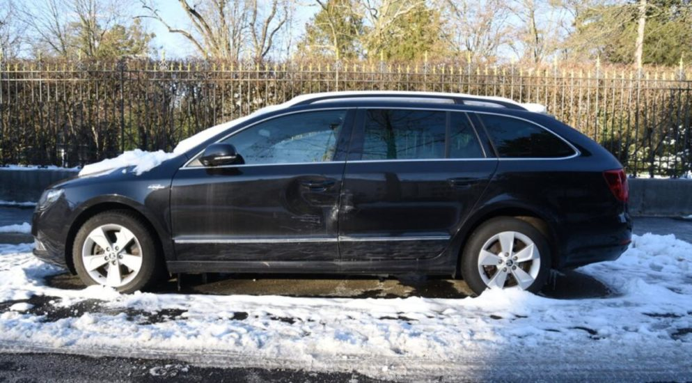 Basel - Fahrzeug beschädigt und davon gemacht