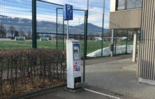Mit Parkautomaten kollidiert