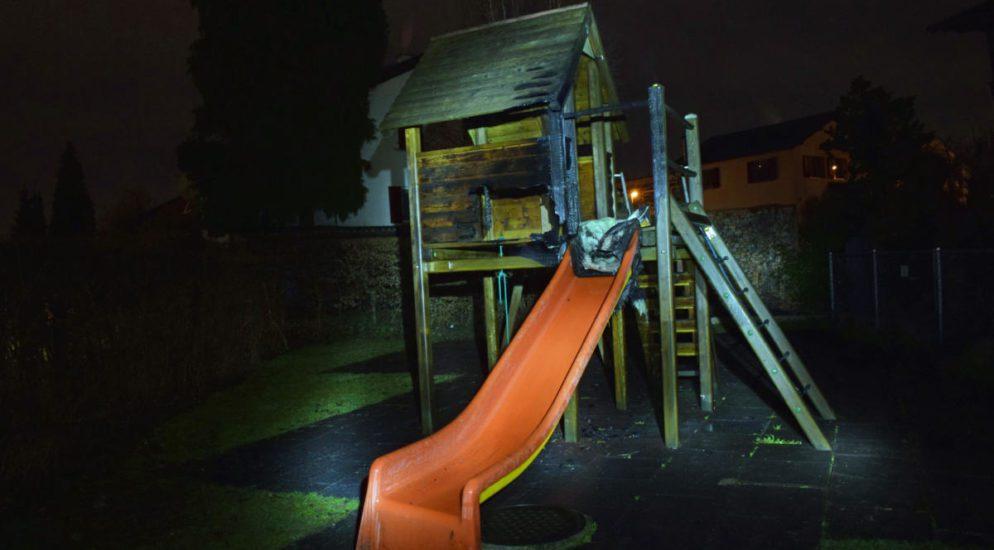 Ebikon LU - Kindergarten-Spielturm in Brand geraten