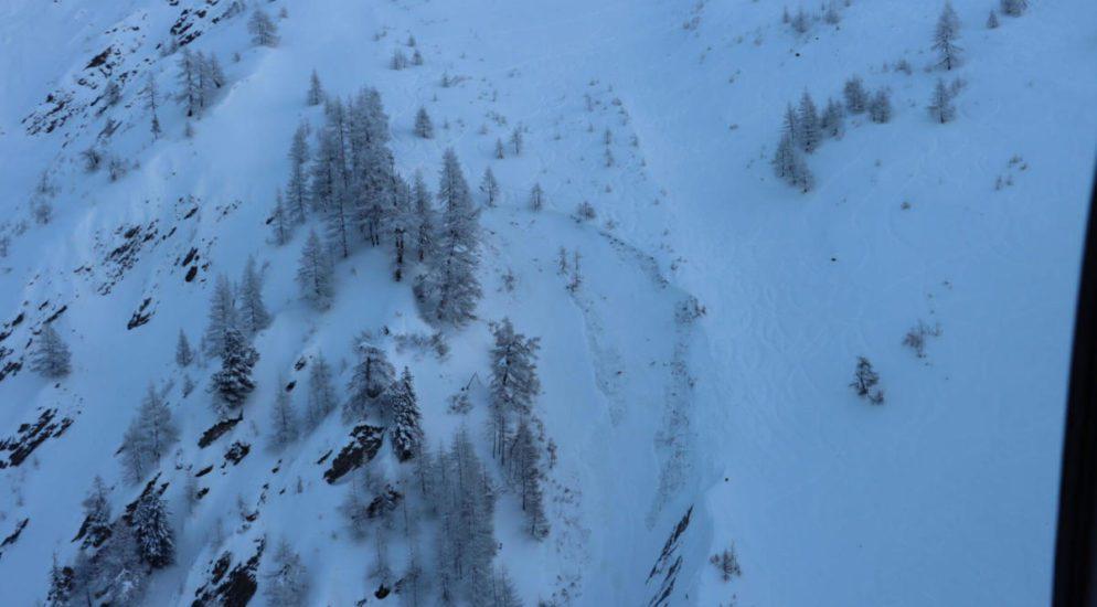 Snowboarder stirbt ausserhalb der markierten Pisten