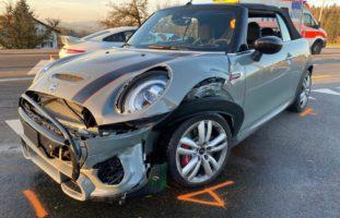 Baar ZG: 140`000 Franken Sachschaden und zwei Verletzte bei Unfall
